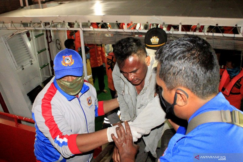 """Belasan penumpang selamat dari peristiwa tenggelamnya kapal """"Kasih 25"""" di Kupang"""