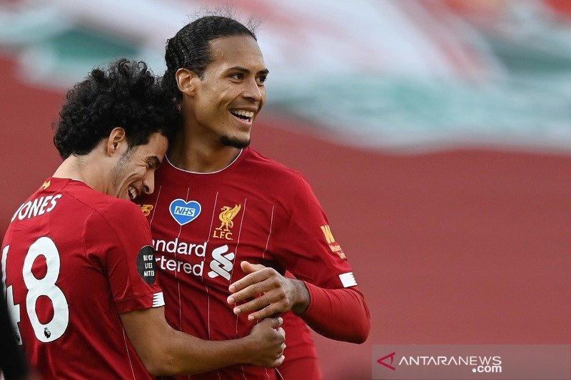 "Liverpool berjarak 11 poin dari rekor ""centurion"""