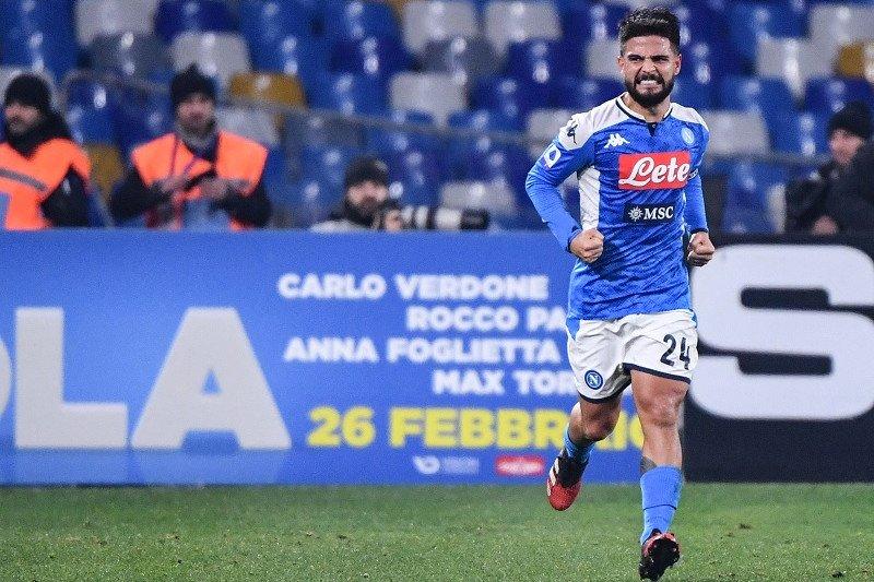 Napoli taklukkkan Roma 2-1 untuk samai koleksi poin sang lawan