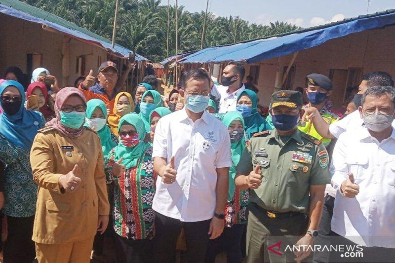 Bupati Bogor resmikan 1.753 huntara bagi korban bencana di Sukajaya