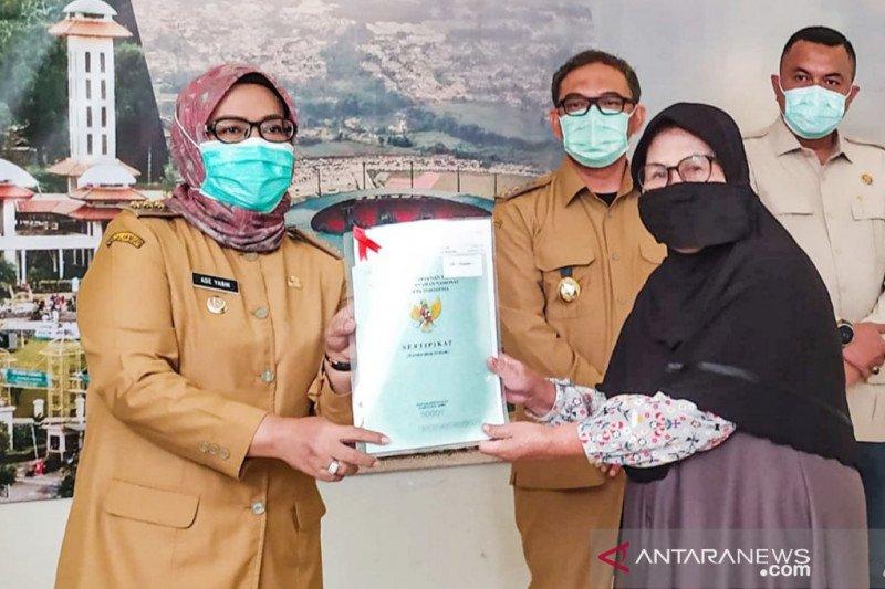 Bupati Ade Yasin bagikan 581 sertifikat tanah program redistribusi di Bogor