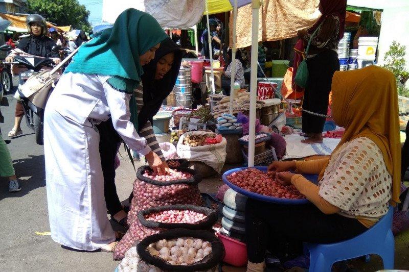 Harga sembako di Kota Makassar masih berfluktuasi