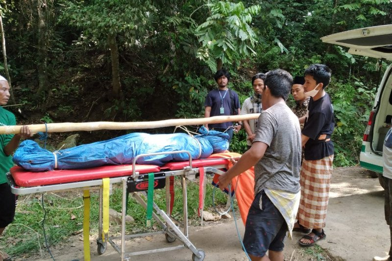Seorang pendaki ilegal Gunung Rinjani tewas
