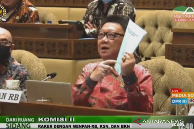 Menteri PANRB Tjahjo Kumolo isyaratkan  pembubaran lembaga susulan