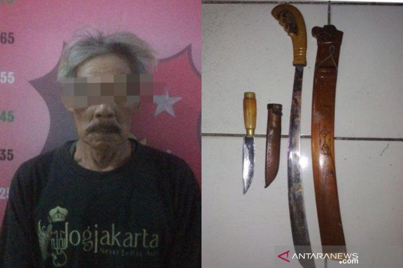 Tersinggung dikata-katai bodoh, kakek 65 tahun tebas tetangganya sendiri hingga tewas di tengah hutan