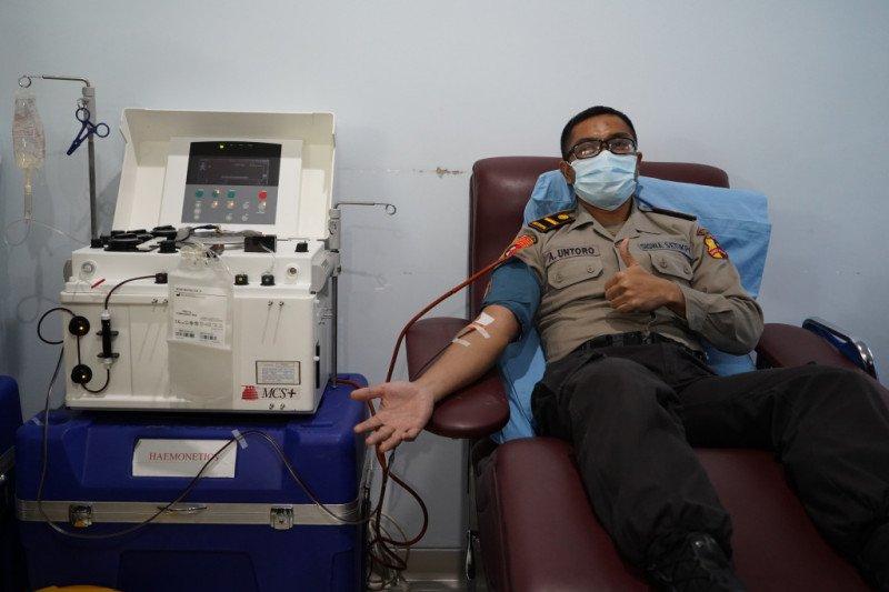 Empat anggota Polda DIY yang dinyatakan sembuh donor plasma darah untuk pengobatan COVID-19
