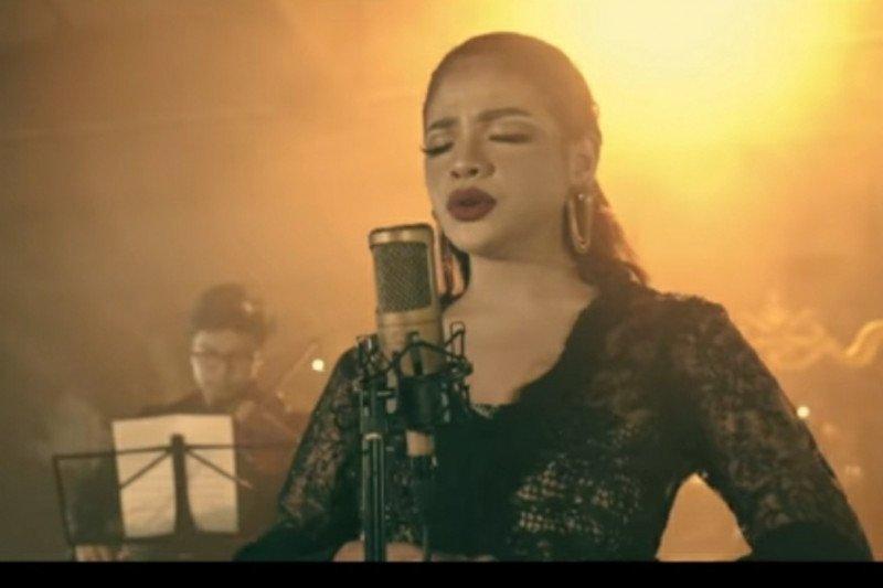"Sara Fajira nyanyikan ""Lathi"" versi orkestra"