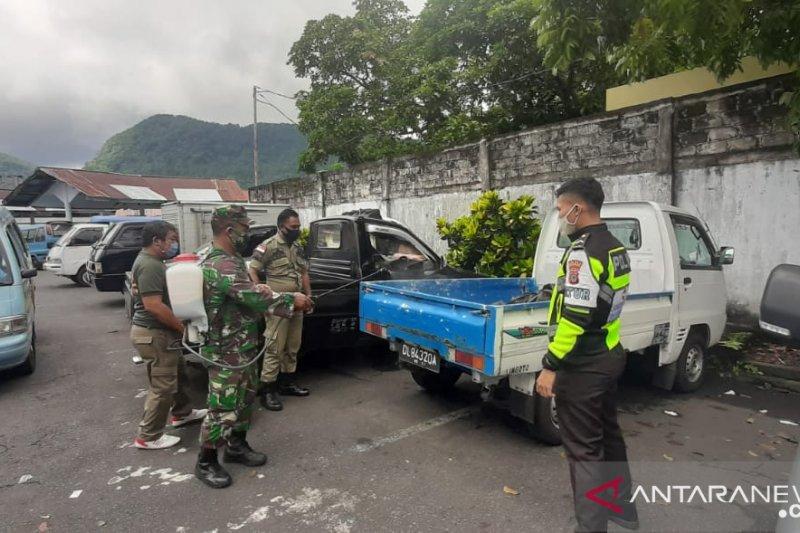 Kendaraan umum di Sangihe didisinfektan cegah penyebaran COVID-19