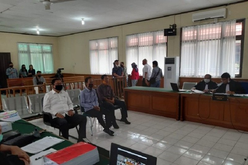 Hakim pada Indra Gunawan : Rugi rakyat memilih anda