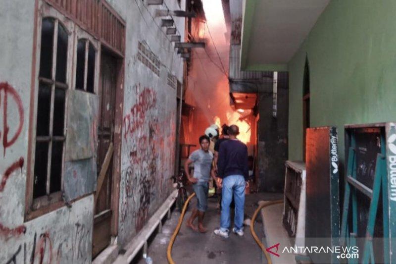Puluhan rumah terbakar akibat kompor menyala ditinggal pergi