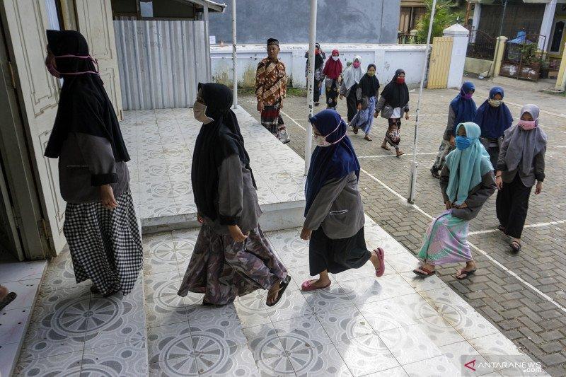 Gunung Kidul mengecek kesiapan pesantren jalankan kebiasaan baru