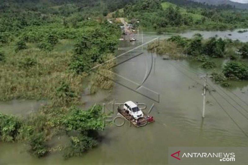 Banjir Jalan Trans Sulawesi putus di Konawe Utara