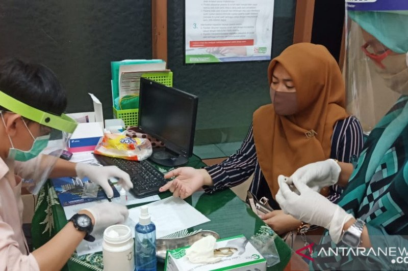 Unismuh Makassar fasilitasi dosen dan staf lakukan tes cepat COVID-19