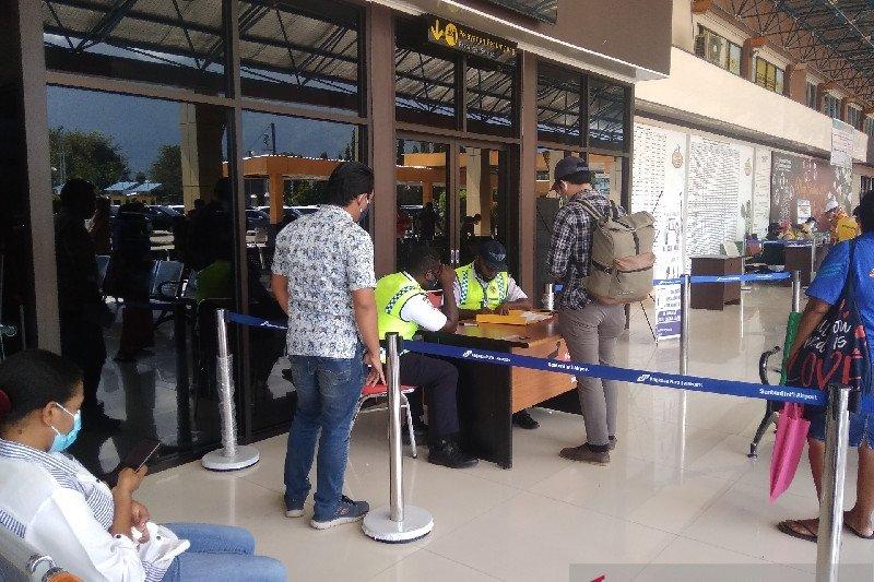 Pemeriksaan kelengkapan Penumpang Udara Bandara Sentani Jayapura