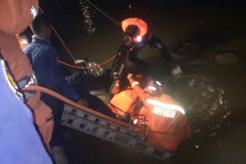 Minibus terjun ke sungai Kalimalang sebabkan ibu dan anak tewas