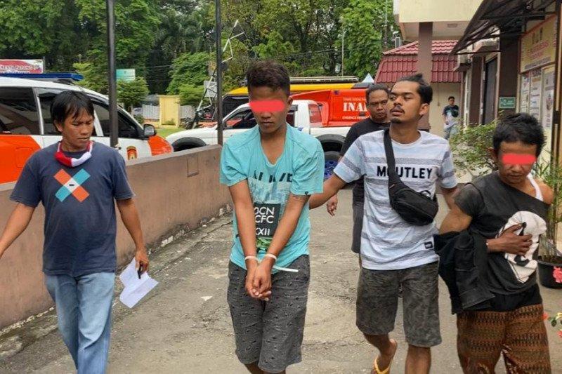 Ban mobil parkir diganti karung pasir, dua pelaku ditangkap Polresta Padang