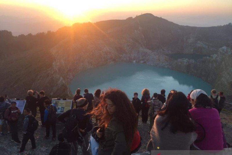 Kawasan wisata Danau Tiga Warna Kelimutu  kembali dibuka