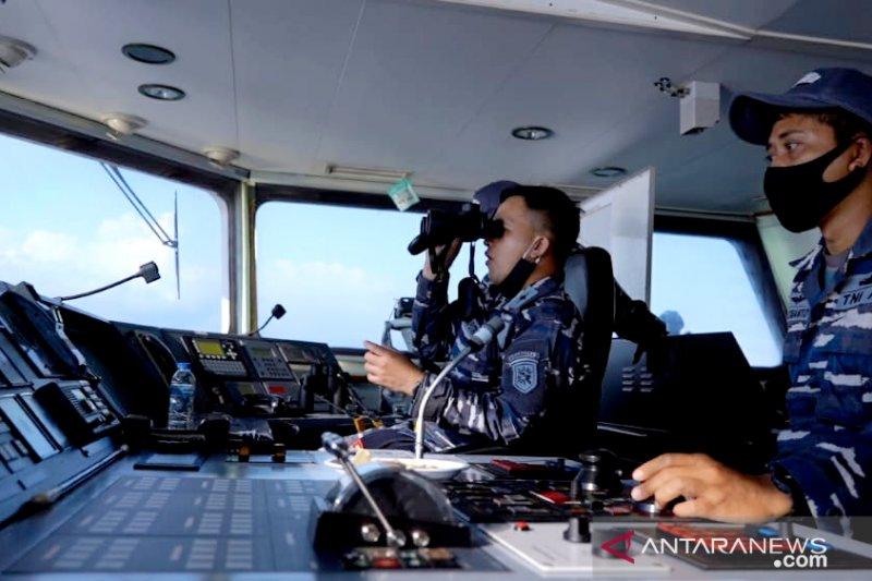 Kapal perang TNI AL dan pesawat TNI AU kerja sama taktis di perbatasan