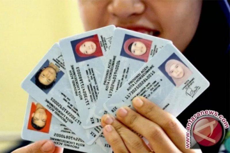 Dukcapil Palembang prioritaskan KTP-e usia 17 tahun,  kini telah terima 20.000 blanko