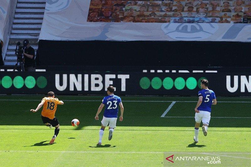 Wolverhampton menaklukkan Everton 3-0