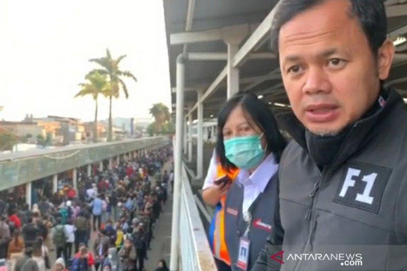 Pemerintah bantu 150 unit bus urai antrean penumpang KRL di Stasiun Bogor