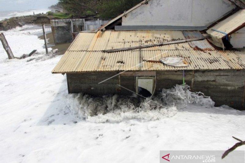 42 rumah warga Meulaboh rusak diterjang banjir rob
