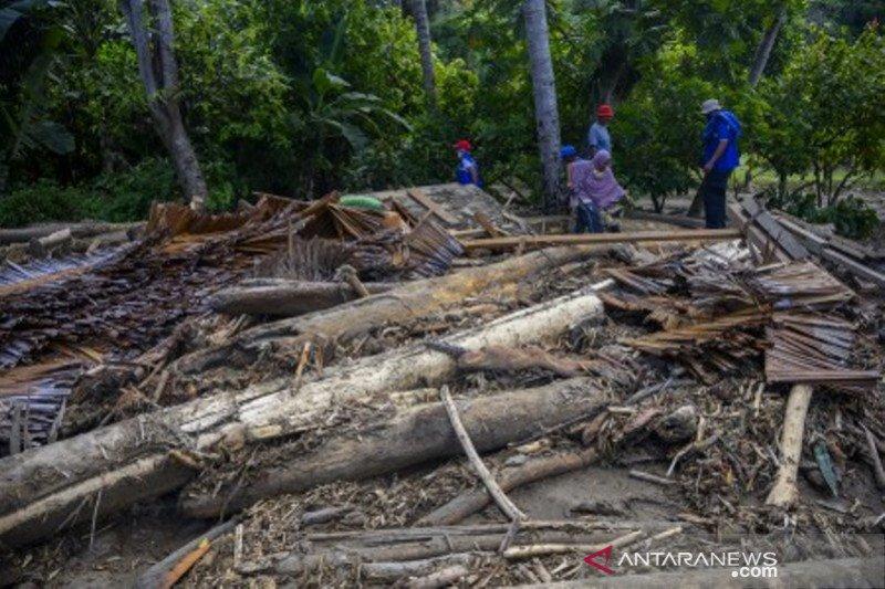 Rumah warga Desa Olobojo hancur diterjang banjir