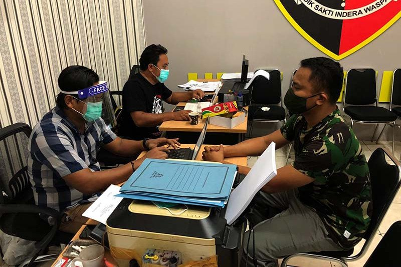 Mengaku anggota TNI, AS diborgol polisi