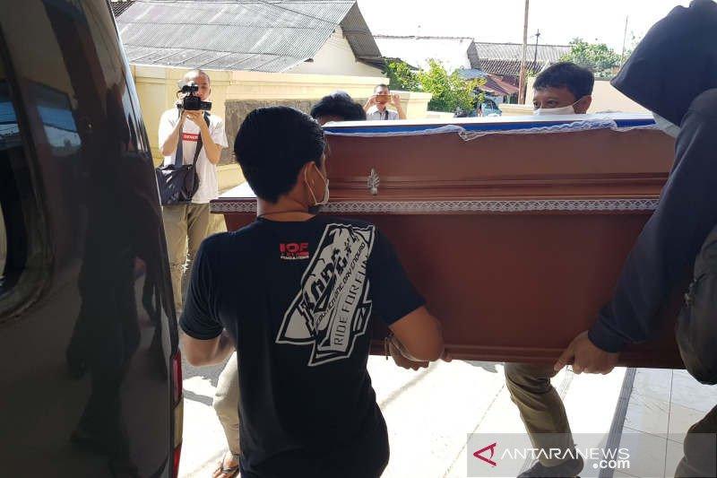 Jenazah terduga teroris yang ditembak mati di Sukoharjo diambil keluarganya