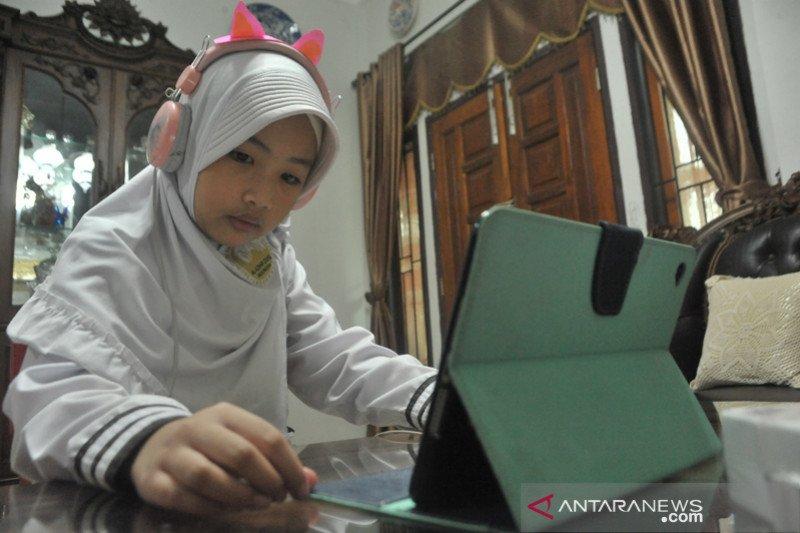 Pembelajaran Jarak-Jauh di hari pertama tahun ajaran baru di Palembang
