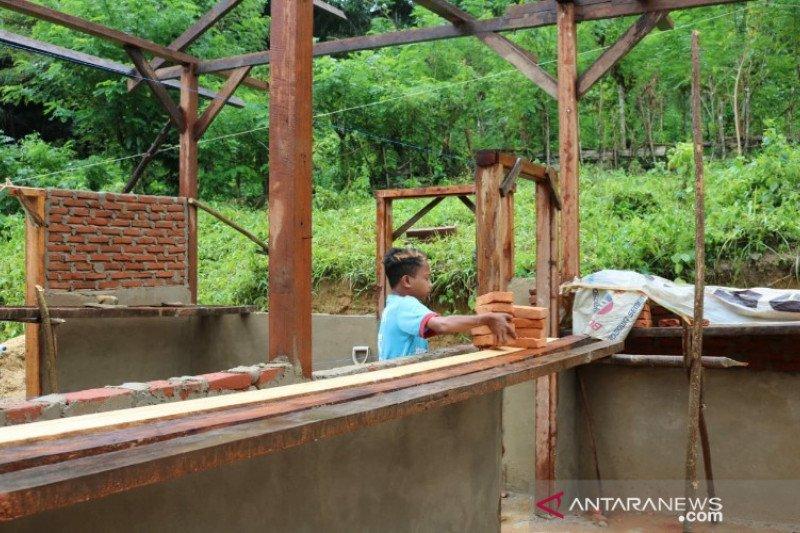 Remaja berusia 13 tahun bantu program fisik TMMD di Konawe Kepulauan