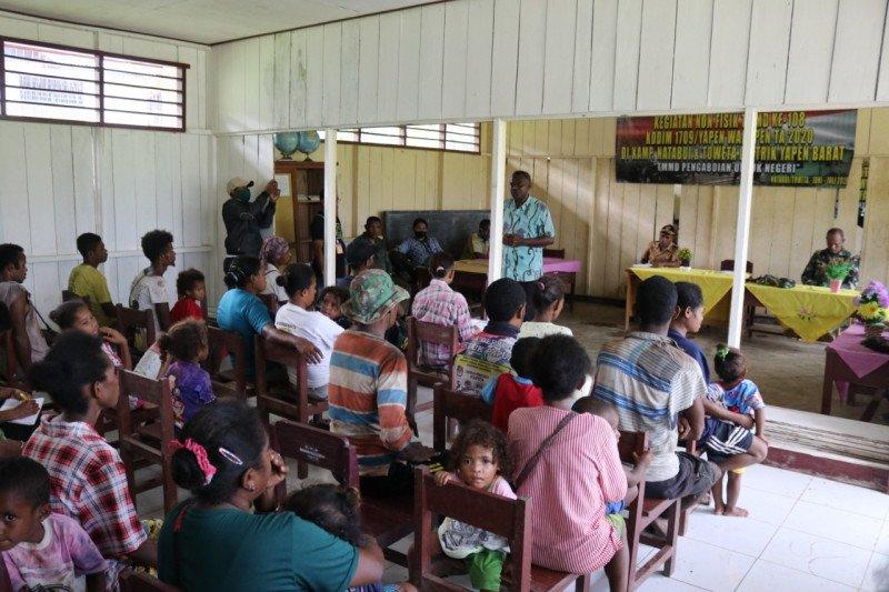 TNI tanamkan kesadaran warga kampung Natabui dan Toweta menjaga hutan