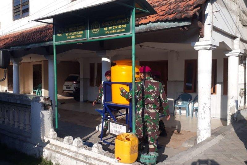 Prajurit Pasmar 2 sosialisasikan pentingnya warga gunakan APD