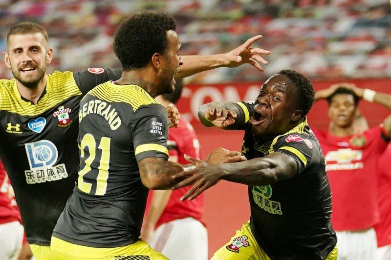 Southampton penghalang MU naik posisi ketiga