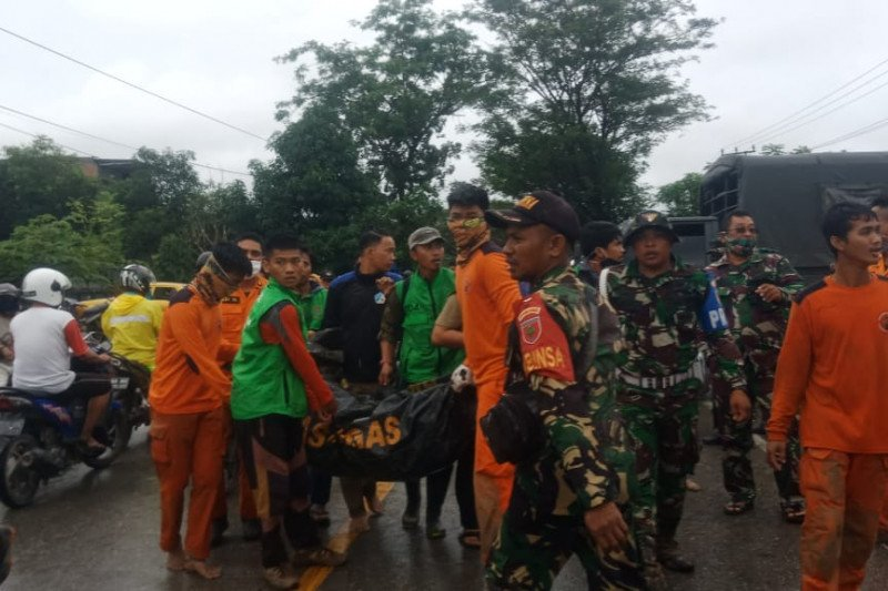 Korban jiwa banjir bandang Masamba Luwu Utara bertambah menjadi 13 orang