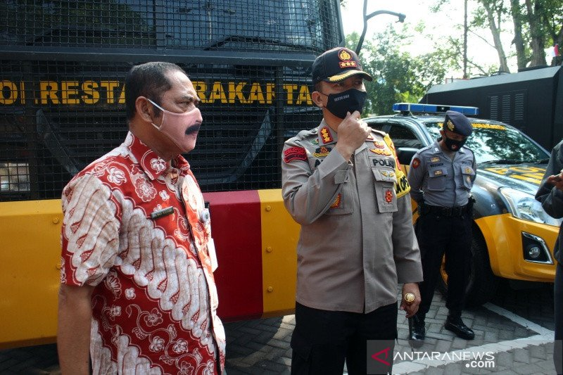 Pemkot Surakarta ancam tes usap mendadak jika ada kerumunan