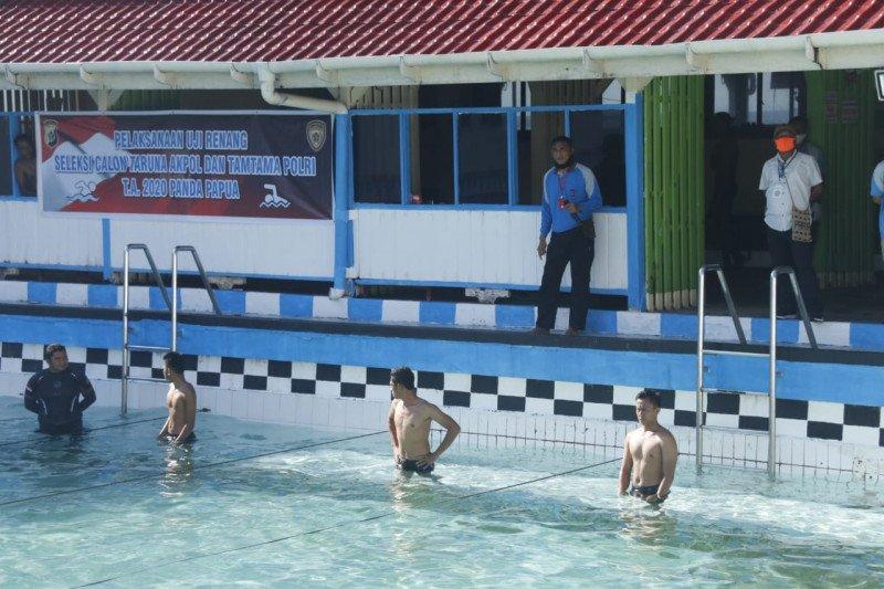 Puluhan calon taruna Akpol dan Tamtama Panda Papua lulus renang
