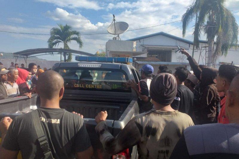 Aksi heroik Tim PUMA Polsek Dompu evakuasi pelaku curanmor dari amukan massa