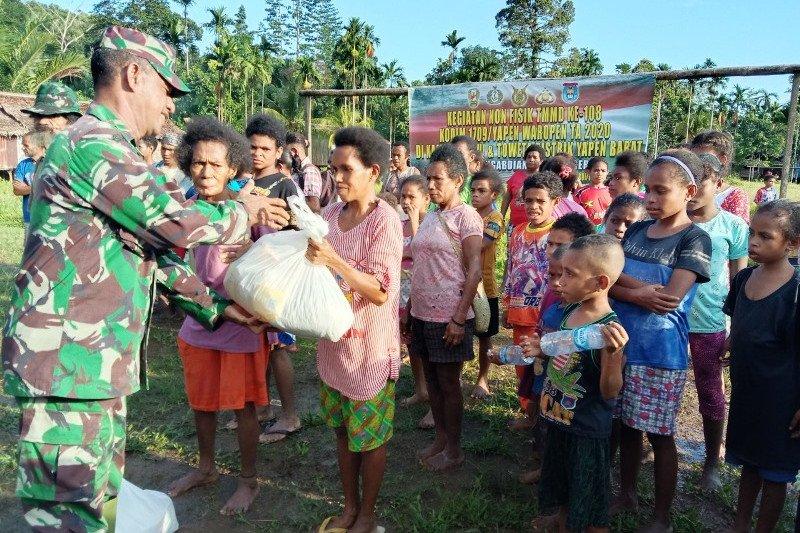 Satgas TMMD bagikan bibit pinang ke warga Kampung Natabui dan Toweta