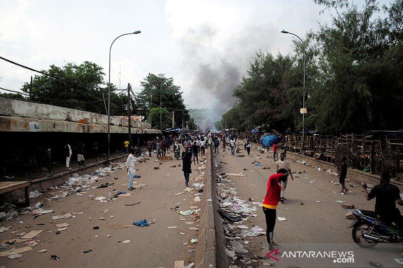 Ribuan warga Mali kembali turun ke jalan tuntut pengunduran diri presiden
