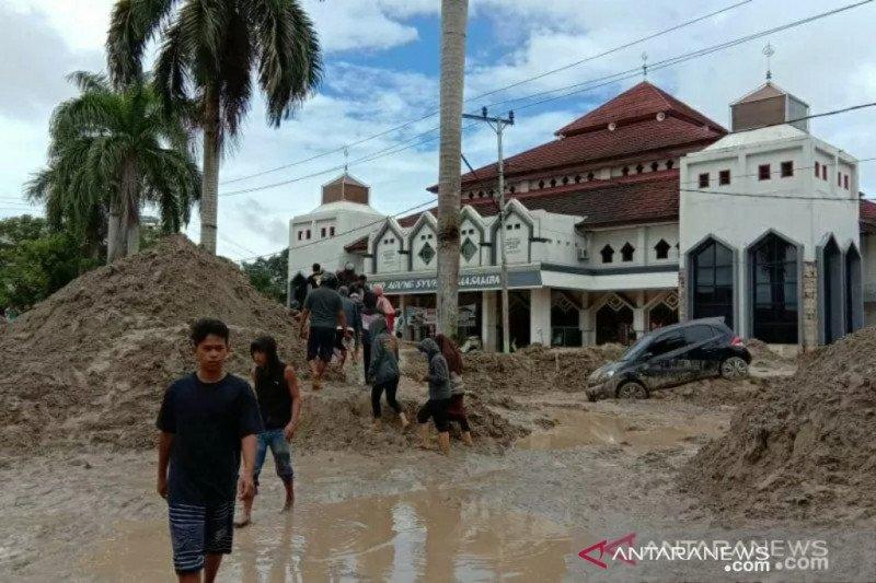 Empat sekolah Luwu Utara tertimbun lumpur