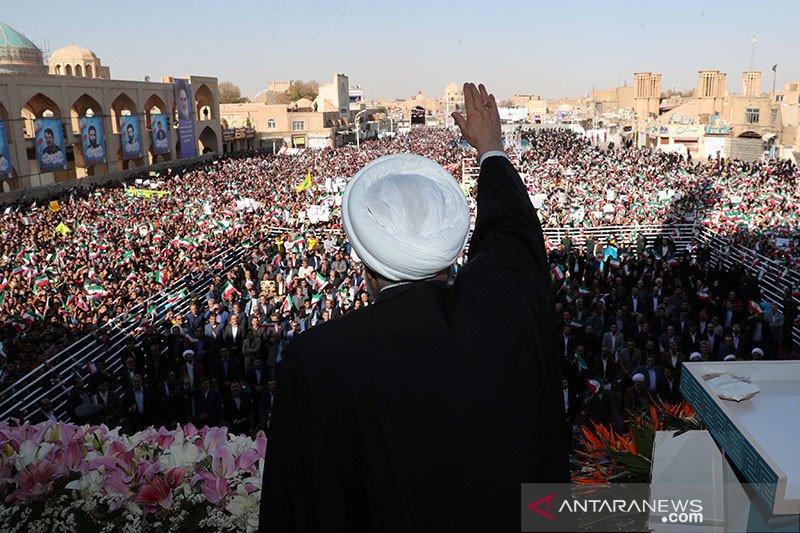 Hina Islam, mahasiswa Iran gelar aksi protes di depan Kedubes Prancis
