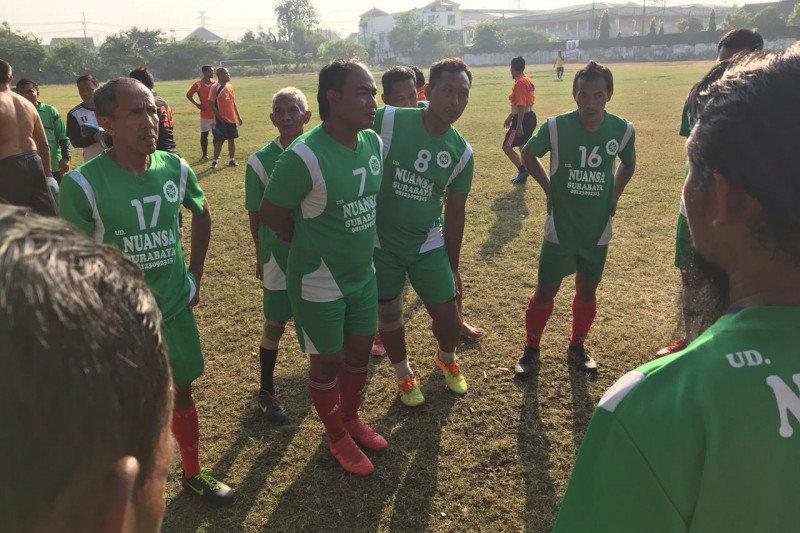 Mantan pemain Persebaya hadiri liga sepakbola antarwarga