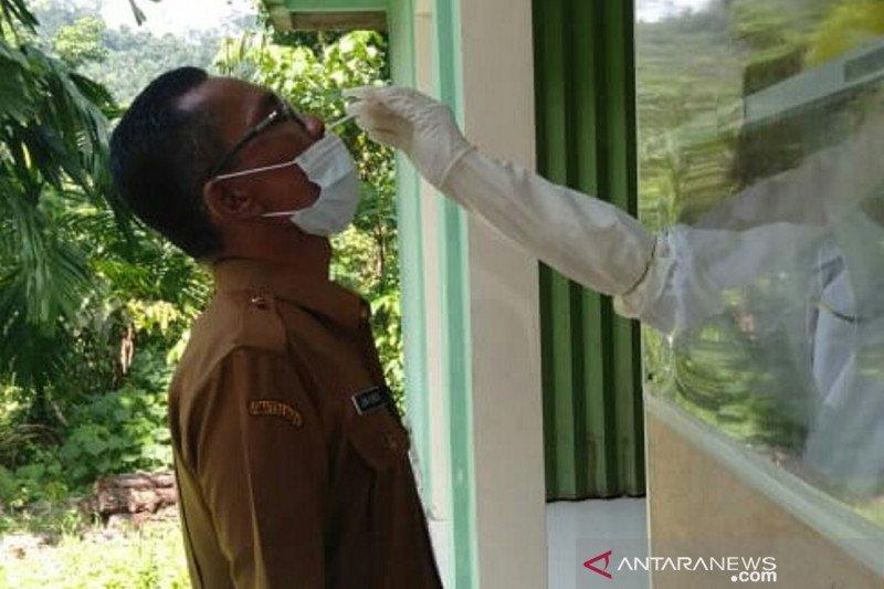 Tour guides in Padang Pariaman undergo swab tests