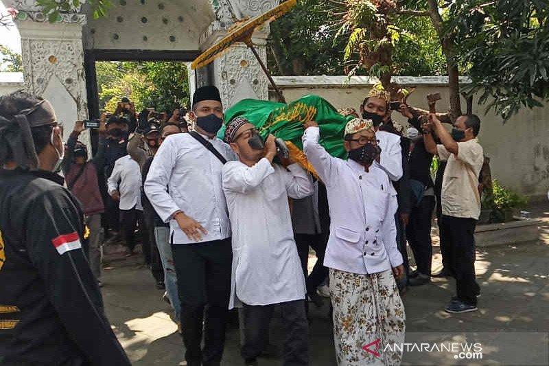 Jenazah Sultan Sepuh Cirebon tiba di rumah duka, dimakamkan usai Shalat Dzuhur