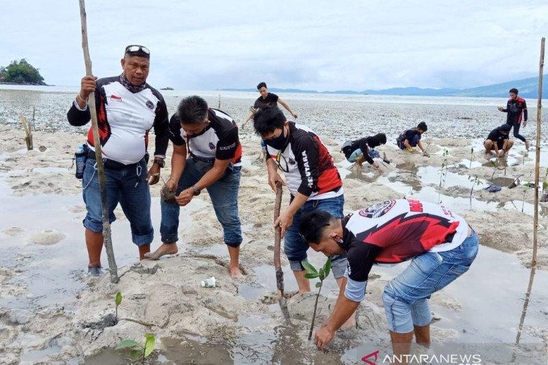 18 Komunitas Motor Manado Binaan Bold Riders Touring Bareng Lestarikan Pesisir Pantai Kalinaun