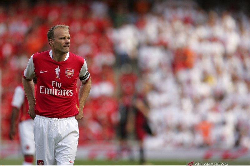 Dennis Bergkamp buka pintu kembali ke Arsenal