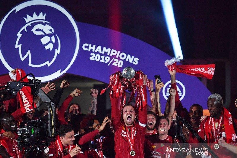 Klasemen akhir Liga Inggris usai Liverpool angkat trofi
