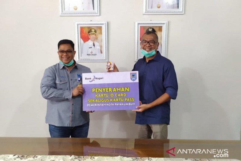 Bank Nagari serahkan kartu identitas untuk 3.000 orang ASN Pemkot Payakumbuh