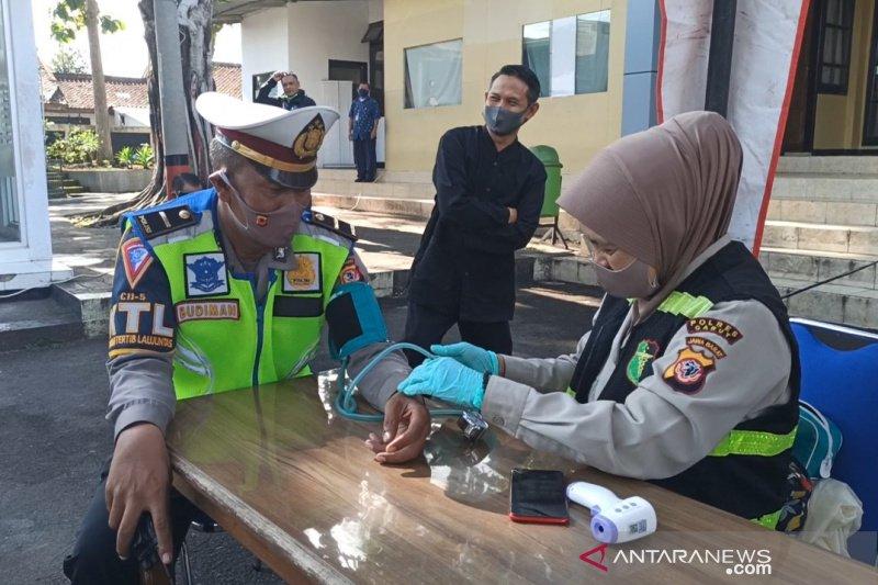 Personel Satlantas Garut tes kesehatan sebelum Operasi Patuh Lodaya